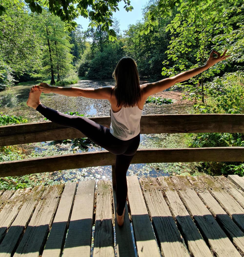 Yoga teacher Anja Villaverde in Utthita Hasta Padangusthasana
