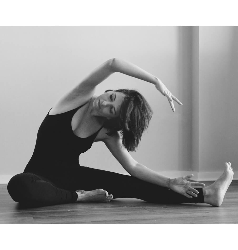 Vinyasa yoga teacher Tamzen Grove side stretch